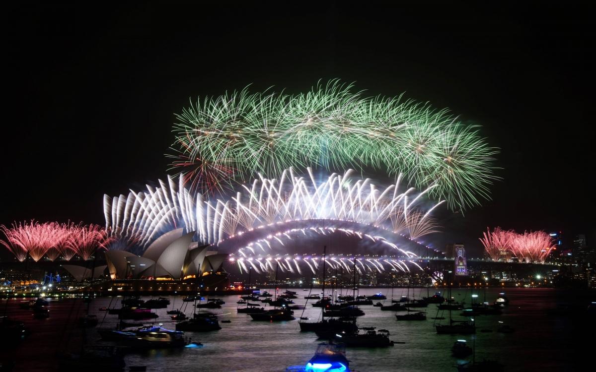 Pháo hoa chào đón năm mới 2020 tại Sydney Harbour Bridge. Ảnh: VOV.