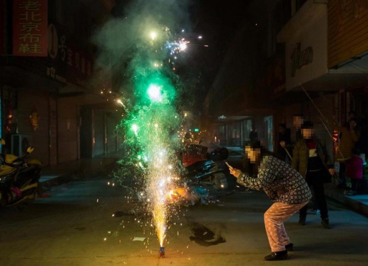 """Người dân cần phân biệt """"pháo hoa"""" và """"pháo hoa nổ"""" để tránh vi phạm pháp luật (Ảnh minh họa:KT)"""