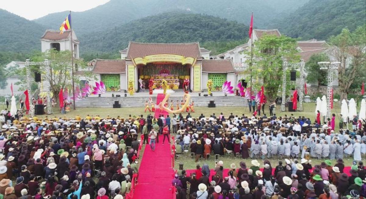 """Lễ khai mạc """"Yên Tử - về miền đất Phật mùa thu 2020"""". Sự kiện diễn ra từ 11/11 đến 16/12 sẽ trở thành hoạt động thường niên."""