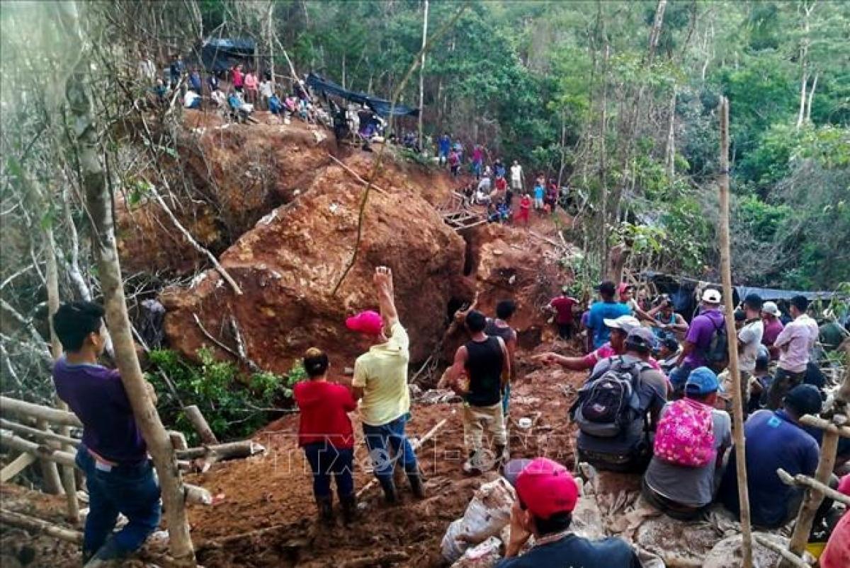 Hiện trường vụ sập mỏ khai thác vàng ở vùng La Esperanza, Nicaragua ngày 4/12/2020. Ảnh: AFP/TTXVN.