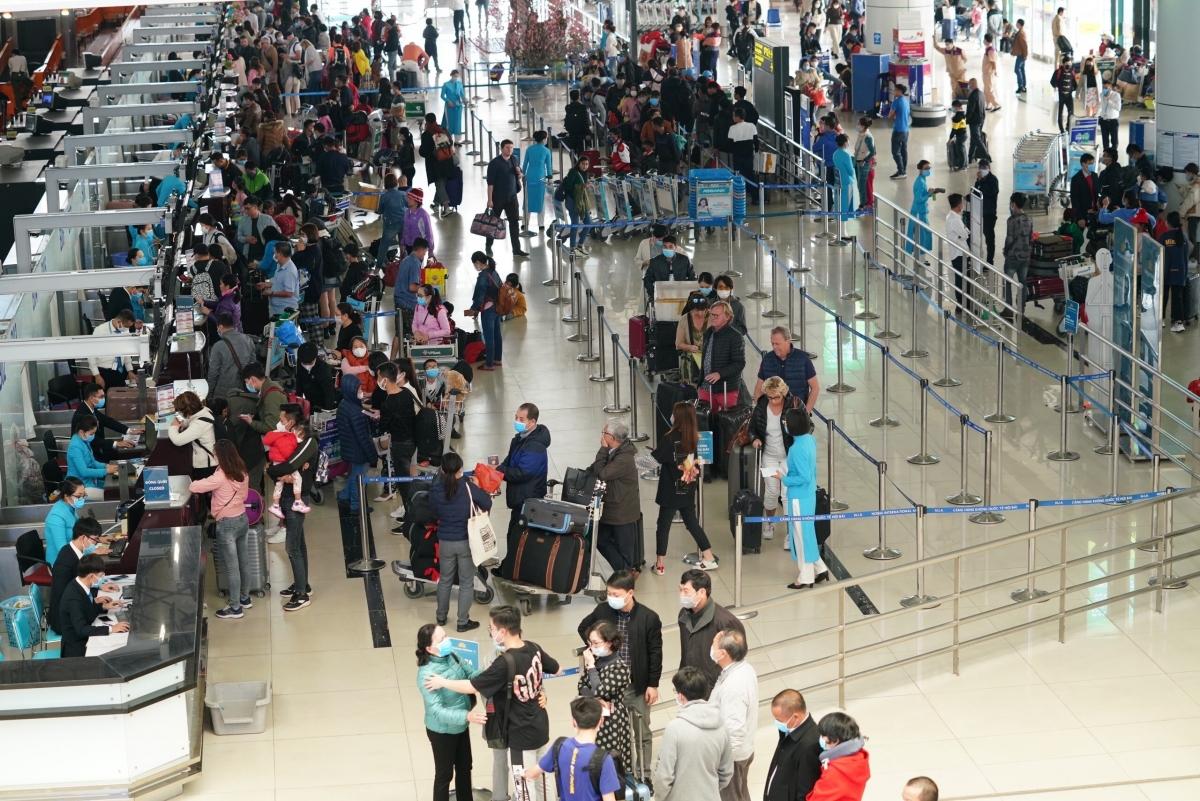 Dự báo nhiều sân bay sẽ rơi vào tình trạng quá tải trong dịp cao điểm Tết 2021.
