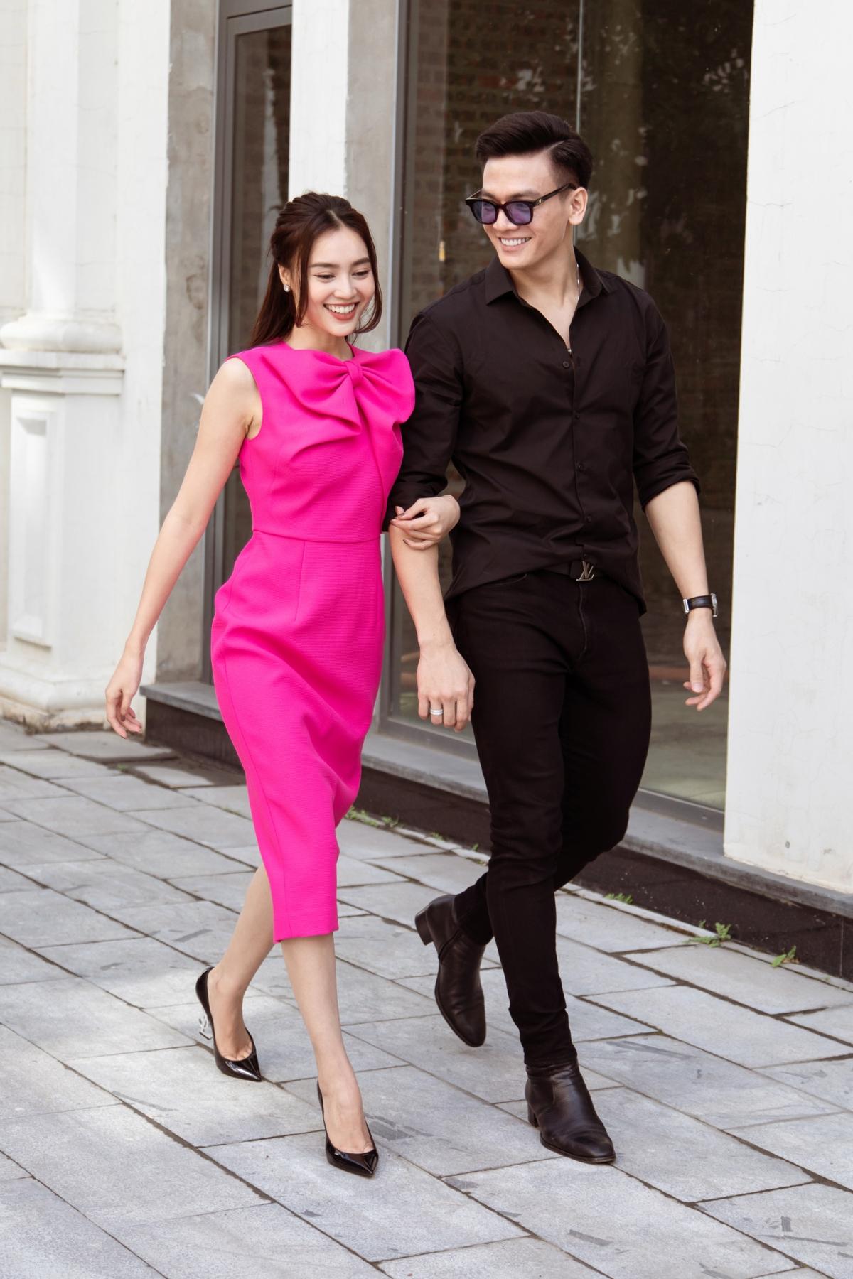 Lan Ngọc vui vẻ xuống phố cùng diễn viên Lê Xuân Tiền. Cả hai từng vào vai người yêu trong phim Gái già lắm chiêu 3, ra mắt rất thành công vào đầu năm 2020.