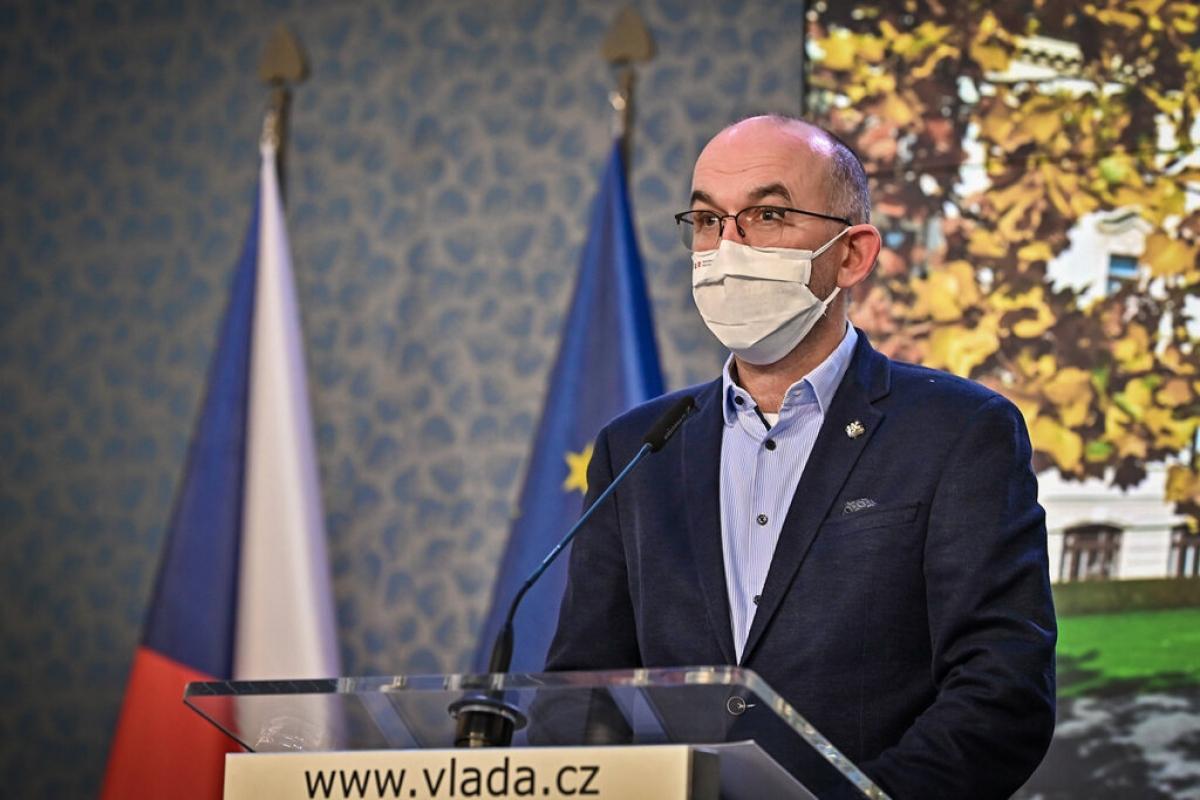 Bộ trưởng Bộ Y tế Séc cho biết Chính phủ nước này hy vọng sẽ tiêm phòng Covid-19 cho 5,5 triệu người vào cuối mùa hè năm 2021. Ảnh theo rmx.news.