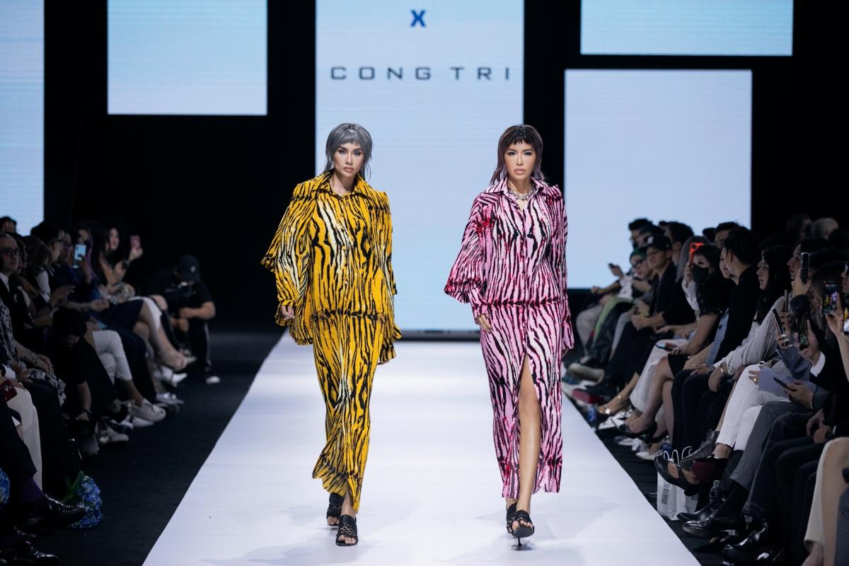 Siêu mẫu Võ Hoàng Yến và Minh Tú khoác lên mình 2 thiết kế màu sắc vô cùng mãn nhãn, thần thái catwalk thu hút mọi ánh nhìn.