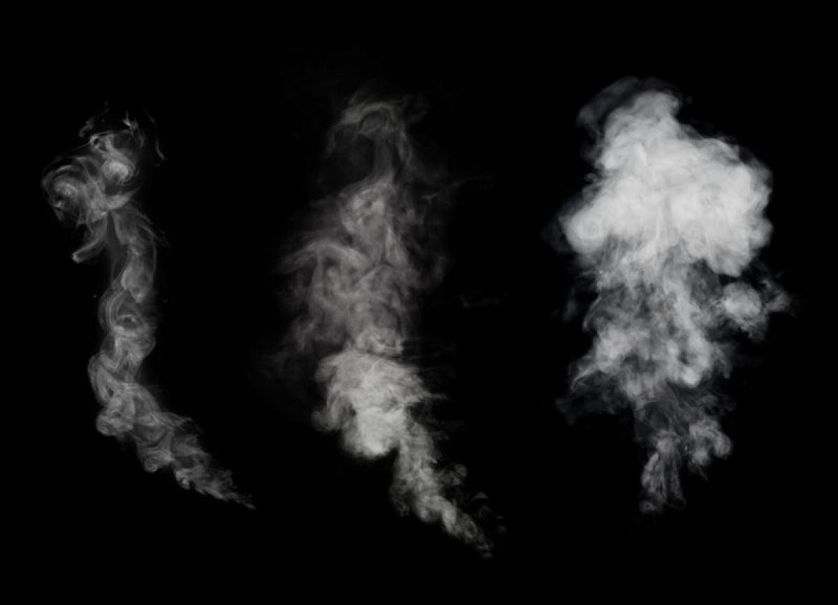 Hút thuốc lá: Nghiên cứu đã chỉ ra mối tương quan mạnh mẽ giữa việc hút thuốc lá và đột quỵ. Các hóa chất có trong thuốc lá làm suy giảm chức năng phổi, từ đó làm tăng nguy cơ đột quỵ./.