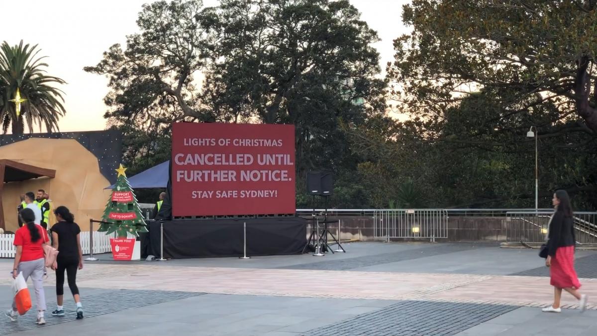 Lễ hội ánh sáng Giáng sinh thường niên tại nhà thờ St Mary Cathedral ở thành phố Sydney phải hủy giữa chừng vì xuât hiện ổ dịch Covid-19 mới.