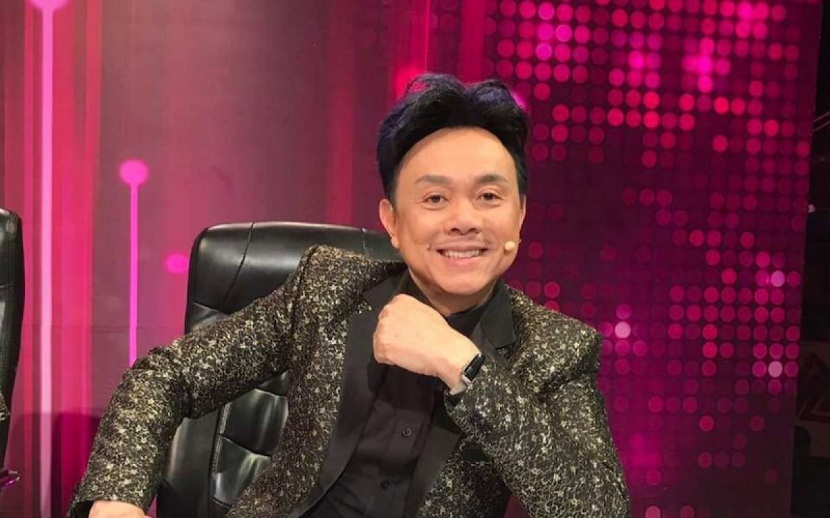 Ở Việt Nam một mình, ông dành thời gian tập thể dục, chơi nhạc, xem phim để có thể học cách diễn xuất từ những nghệ sĩ mình thần tượng.