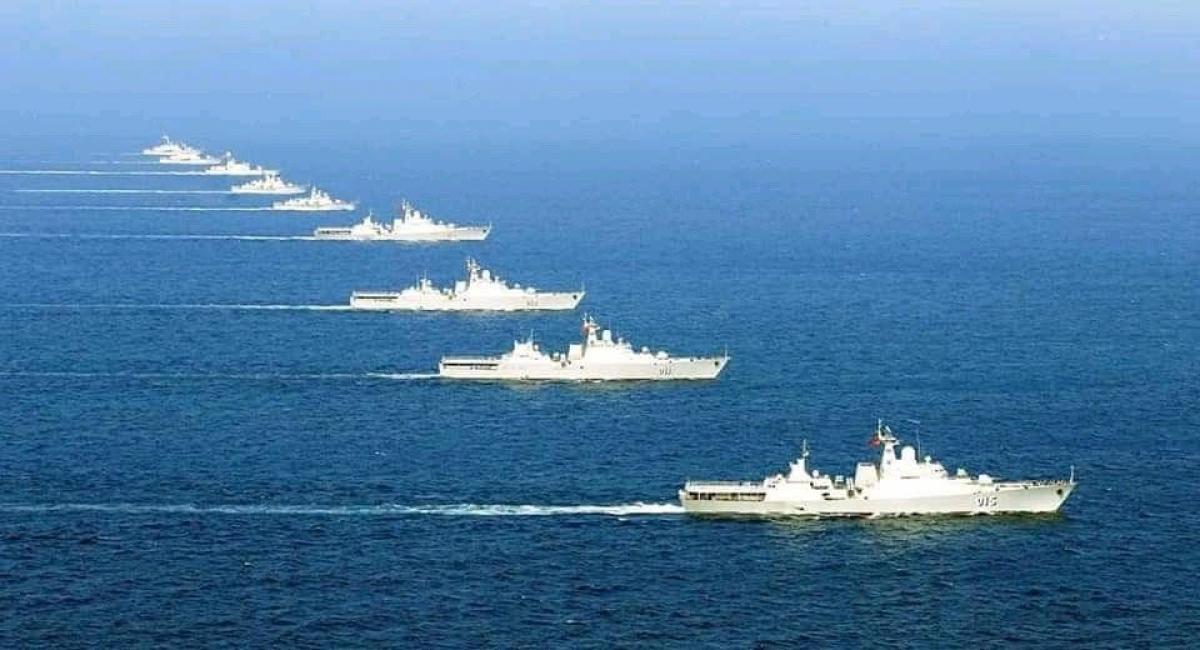 Đội tàu hộ vệ tên lửa huấn luyện hiệp đồng trên biển.