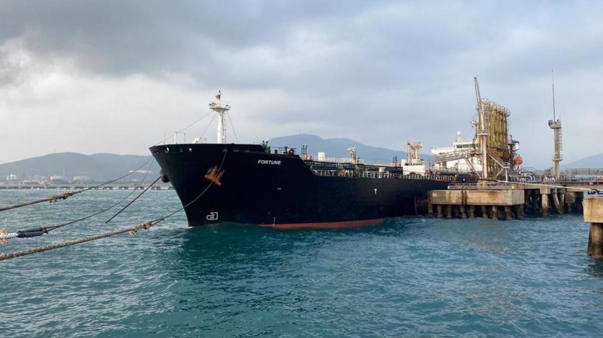 Theo dữ liệu theo dõi tàu vận tải của Bloomberg, một số con tàu từng vận chuyển nhiên liệu tới Venezuela hồi đầu năm nay, đã tắt tín hiệu vệ tinh từ 9 ngày trước. Ảnh: Press TV