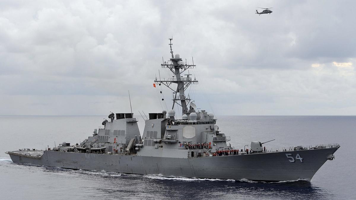 Tàu khu trục USS Curtis Wilbur của Hải quân Mỹ. Ảnh: Reuters