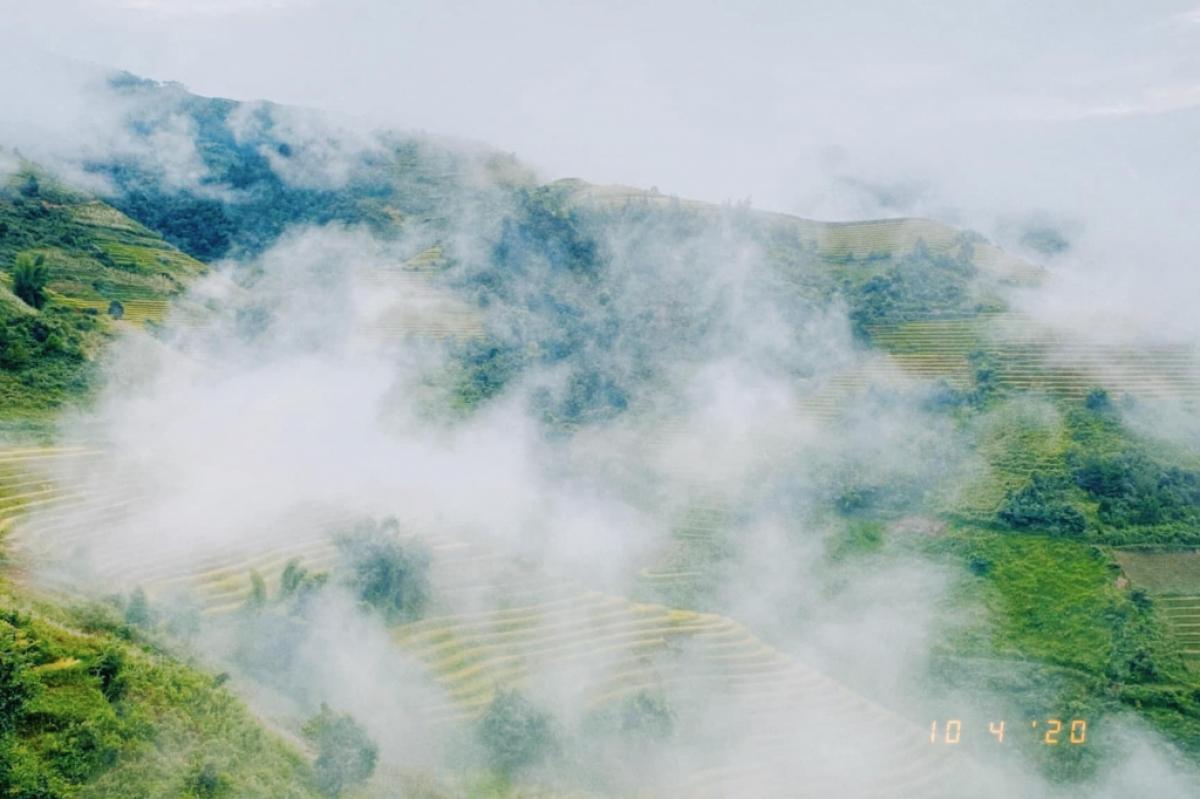 Vẻ đẹp nên thơ của núi rừng Tây Bắc trong màn sương sớm. Ảnh: Mỹ Linh