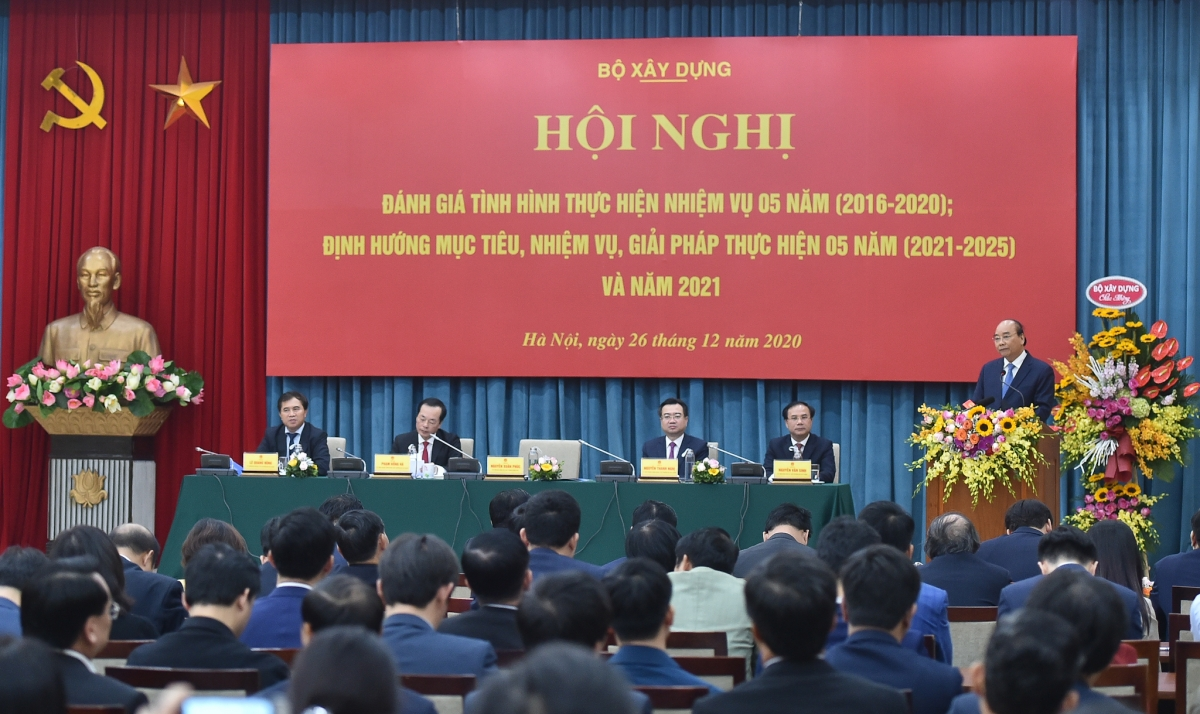 Thủ tướng Nguyễn Xuân Phúc yêu cầu Bộ Xây dựng, UBND các tỉnh, thành phố phải tập trung vào tháo gỡ thể chế.