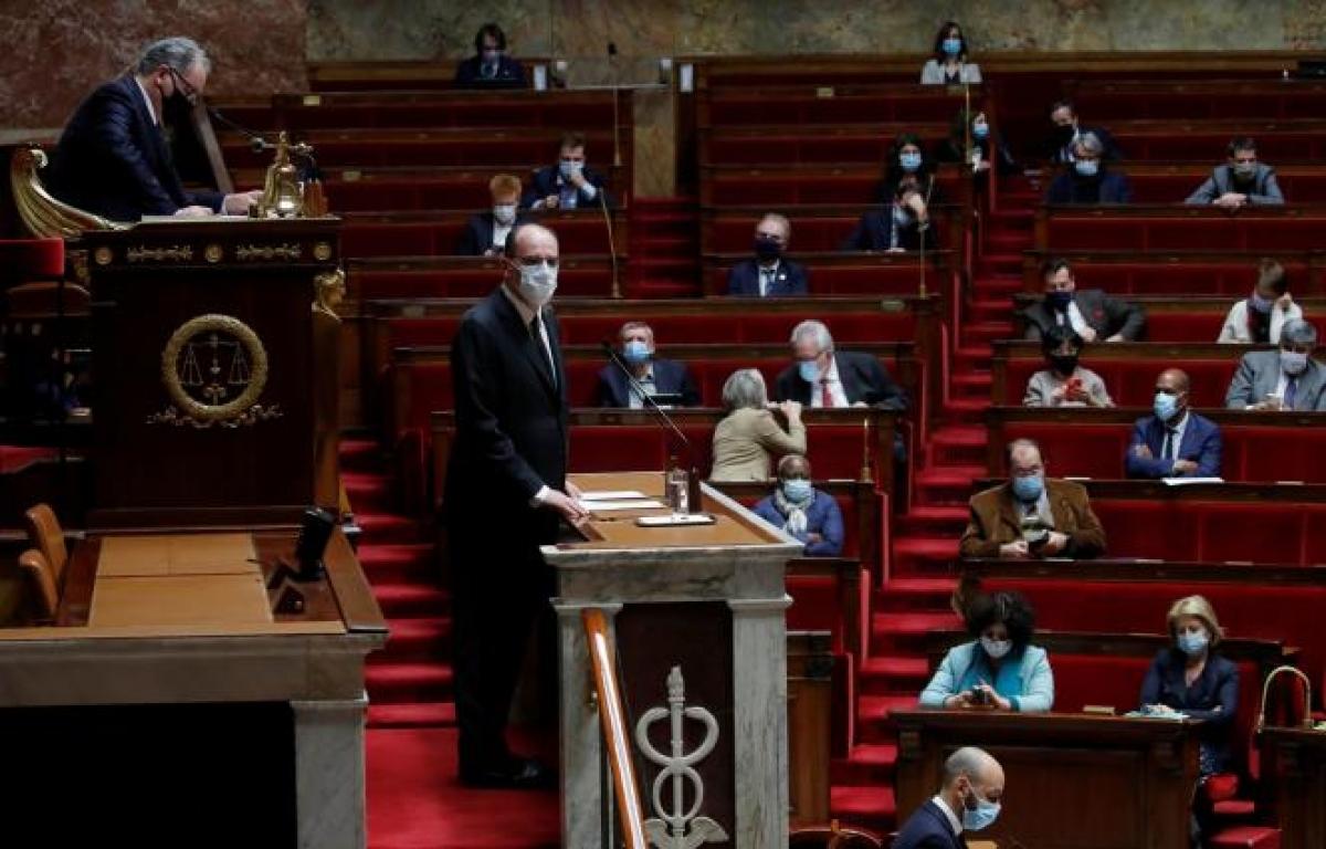 Thủ tướng Pháp đã công bố kế hoạch tiêm chủng vaccine ngừa Covid-19 tại Quốc hội. Ảnh:Le Monde.