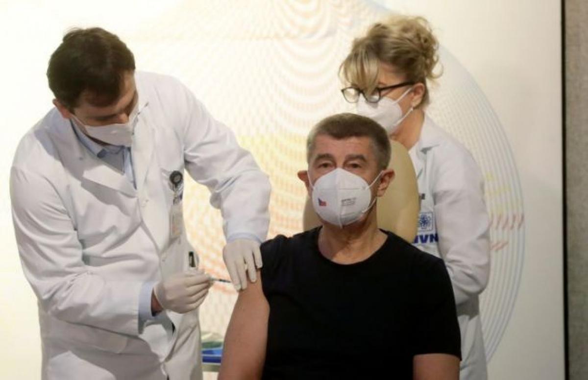 Thủ tướng Séc Andrej Babis đã trở thành người đầu tiên của Cộng hòa Séc được tiêm vaccine Covid-19.