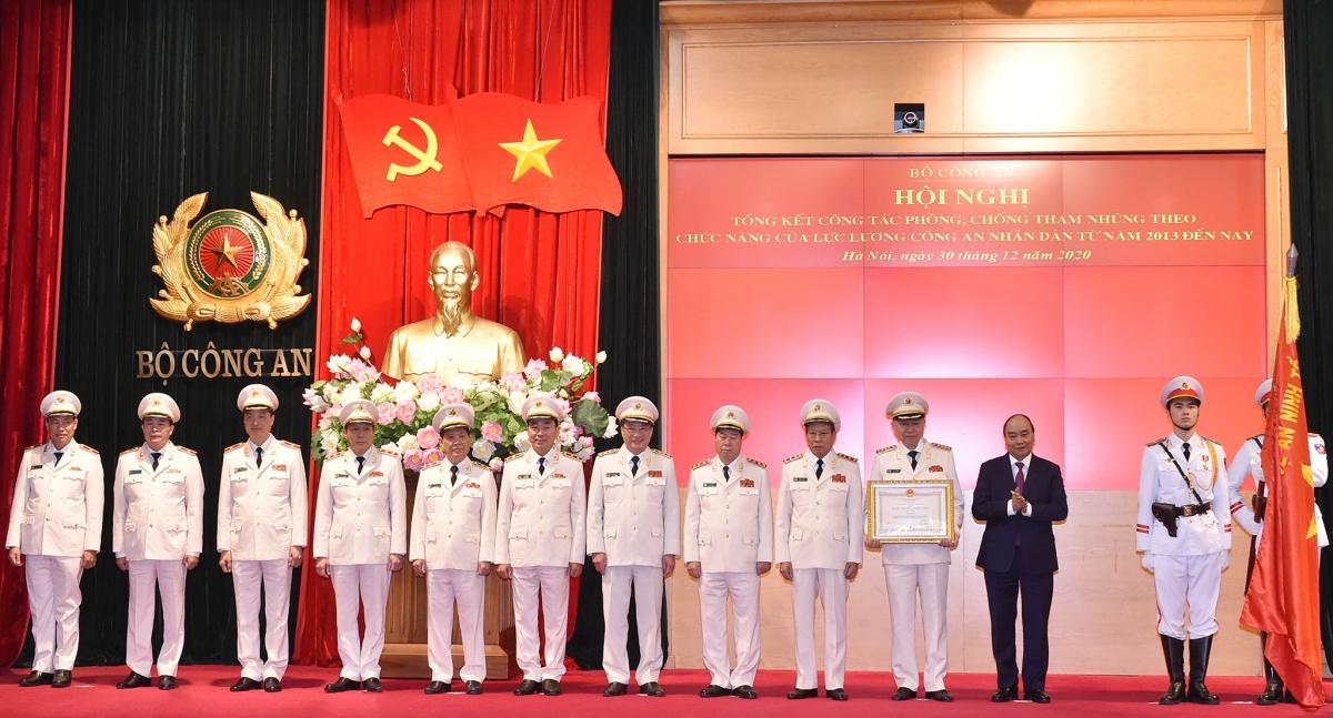 Thủ tướng trao Huân chương Chiến công hạng Nhất cho Bộ Công an.