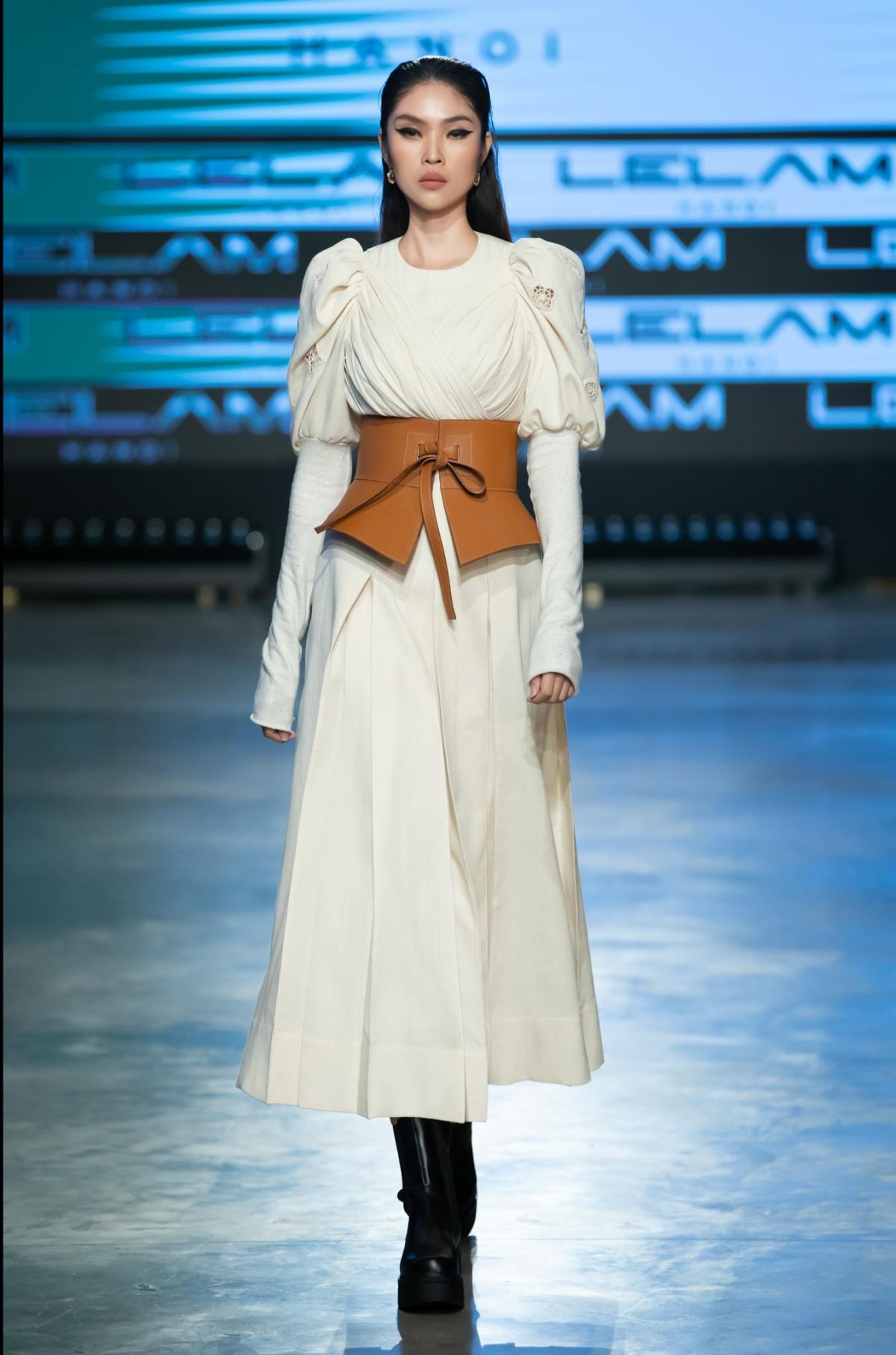 Xuyên suốt 30 thiết kế, NTK Lê Lâm cho khán giả một cảm giác vô cùng dễ chịu.