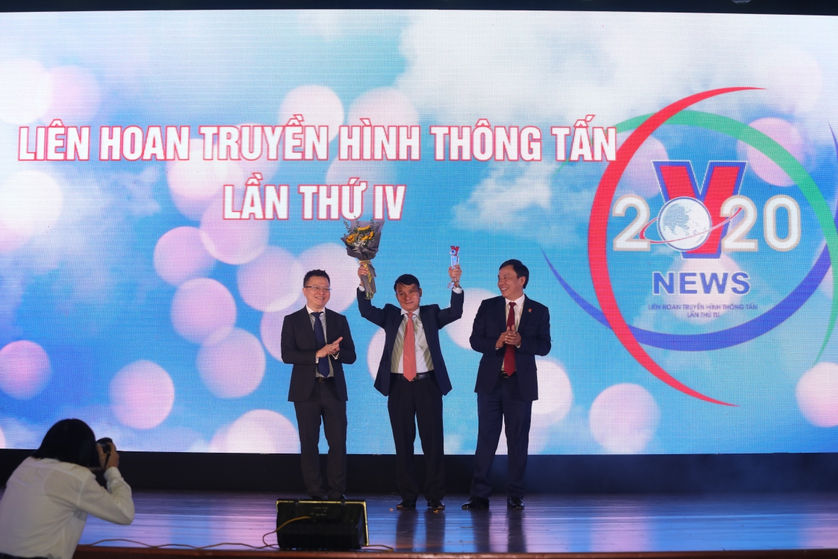 Tổng giám đốc TTXVN Nguyễn Đức Lợi được vinh danh.