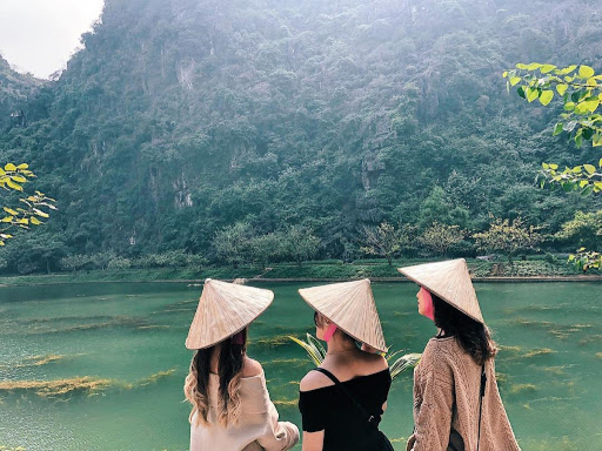 The charming landscape of the country with beautiful scenery like Ha Long Bay on land can attract any visitor.