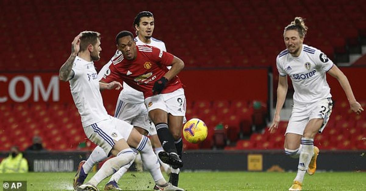 MU đang chơi tấn công cực kì hiệu quả trước Leeds. (Ảnh: AP).