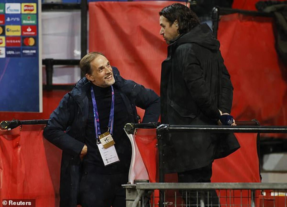 Nụ cười của HLV Thomas Tuchel sau khi đội khách mở tỷ số. (Ảnh: Reuters).