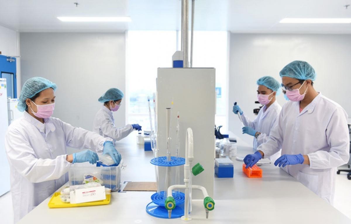 Một công đoạn trong quá trình nghiên cứu sản xuất vaccine chống Covie-19 tại Công ty Cổ phần công nghệ sinh học dược Nanogen.