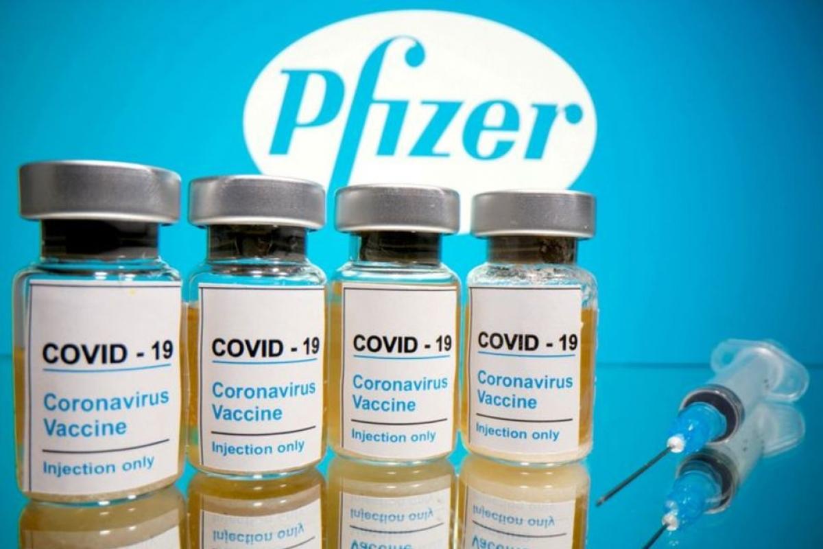 Hai trường hợp sốc phản vệ sau khi tiêm vaccine ngừa Covid-19 của Pfizer. Ảnh: Reuters