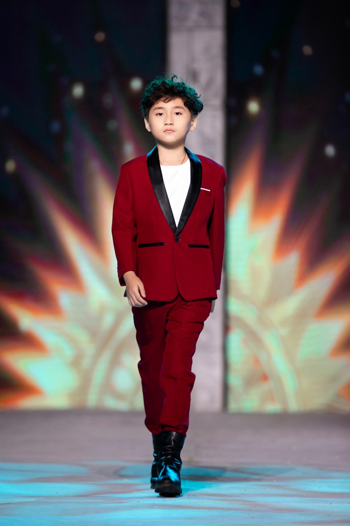 Trong tuần lễ thời trang lần này, mẫu nhí diễn mở màn cho BTS của Ruby Midu, diễn vedette cho BST của Domark Kids và first face cho BST Balabala.