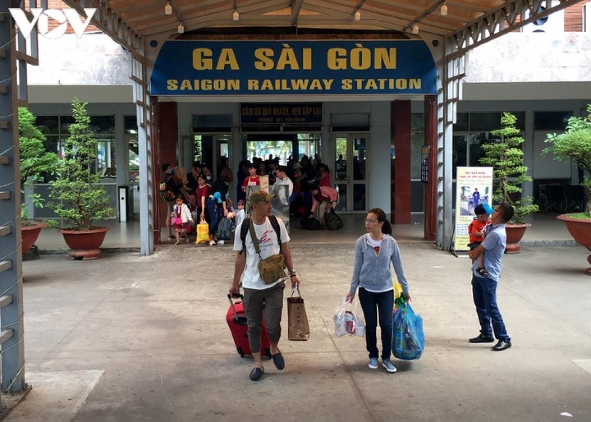 """Ga Sài Gòn sẽ bớt """"nóng"""" do đường sắt đang bị ế vé?"""