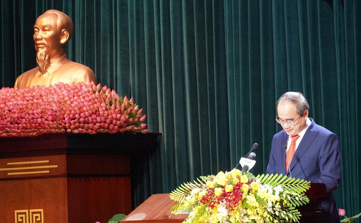 Ông Nguyễn Thiện Nhân - Ủy viên Bộ Chính trị phát biểu tại lễ trao nghị quyết.