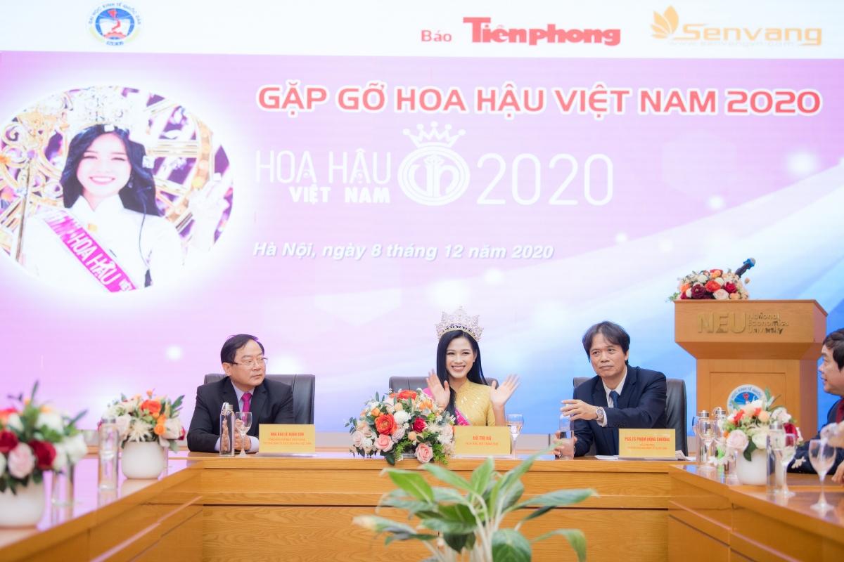 Đây là lần đầu tiên Đỗ Thị Hà về lại trường với cương vị là Hoa hậu Việt Nam 2020.