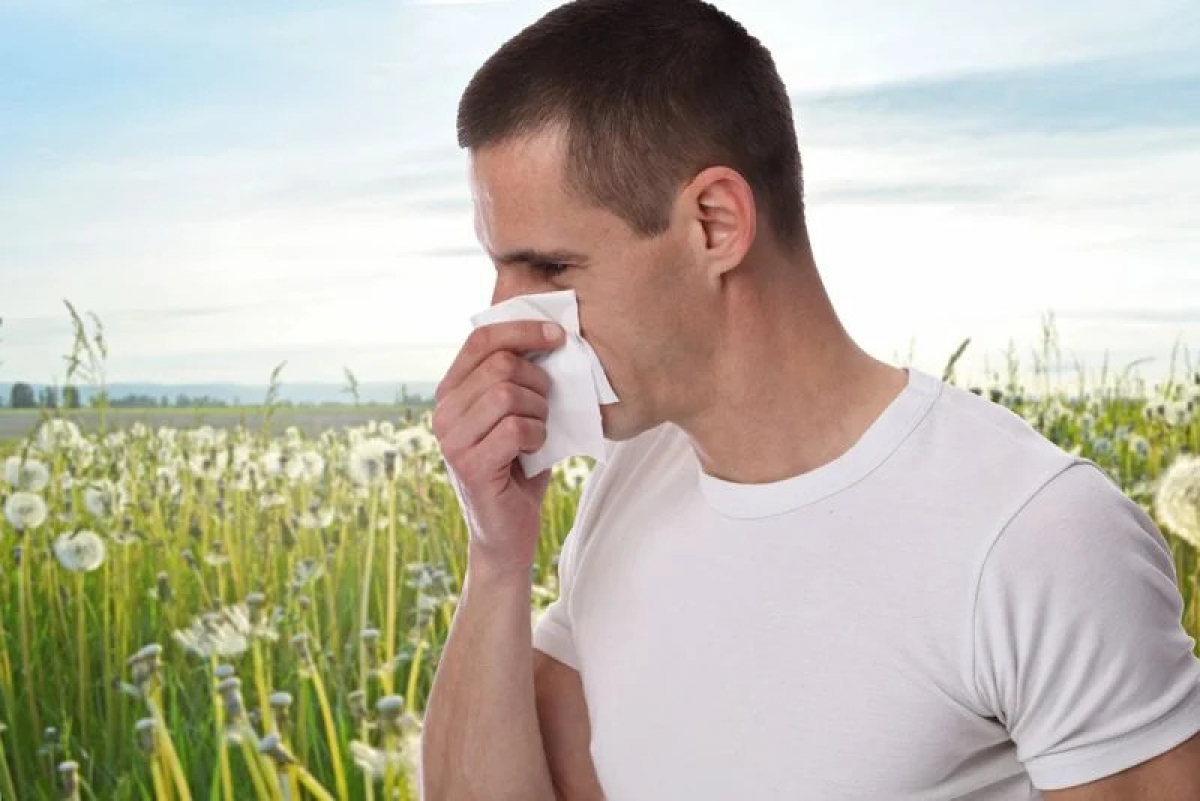 Các yếu tố kích thích từ môi trường: Các yếu tố môi trường như khói bụi, nấm mốc hay phấn hoa có thể kích thích các triệu chứng viêm xoang. Do đó, hãy luôn đeo khẩu trang khi ra ngoài và giữ cho nhà cửa sạch sẽ để phòng ngừa các triệu chứng viêm xoang./.