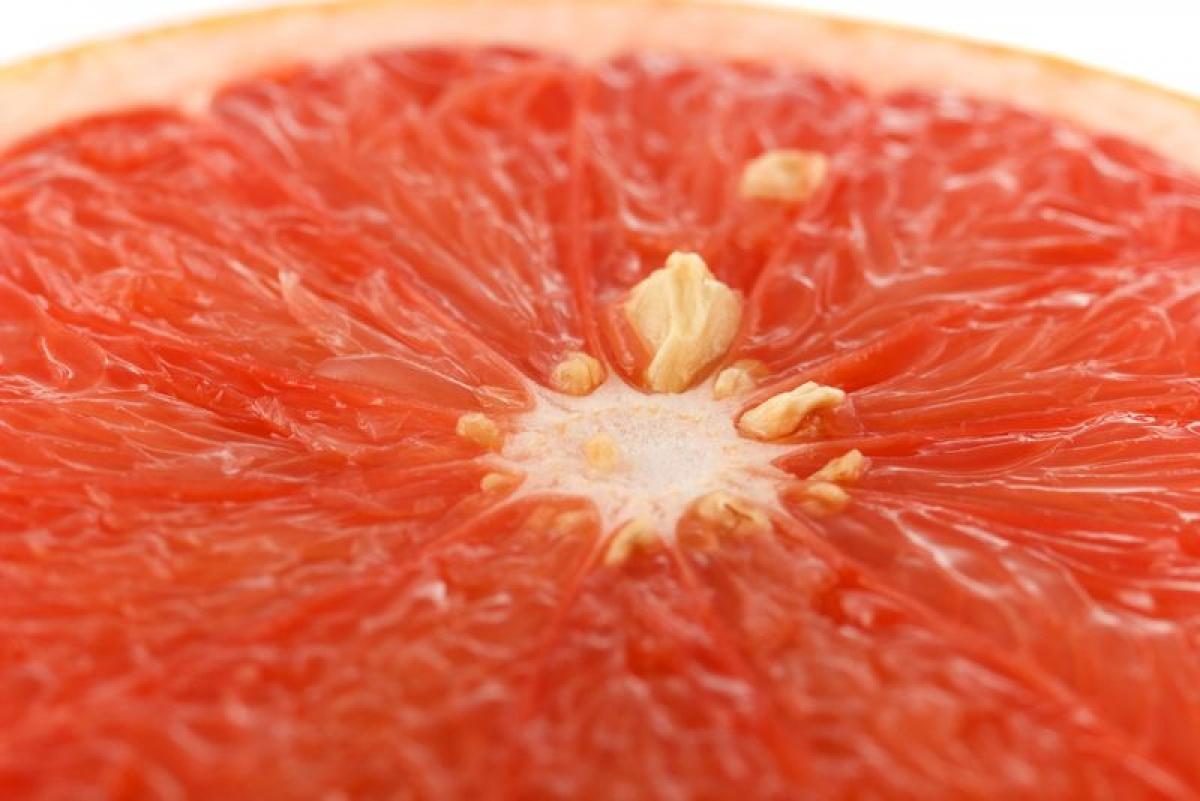 Hạt bưởi: Bưởi không chỉ giàu vitamin C giúp tăng cường hệ miễn dịch, mà tinh dầu hạt bưởi còn có thể được sử dụng dưới dạng xịt giúp làm loãng dịch niêm mạc và giảm áp lực lên các mô xoang sưng tấy.