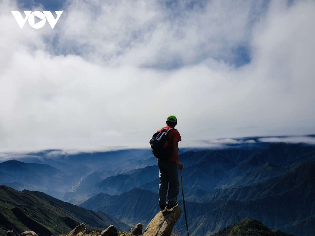 At a height of 2,979 metres above sea level, Ta Chi Nhu is among the 10 highest mountains in the country, serving as an attractive destination for local cloud hunters.
