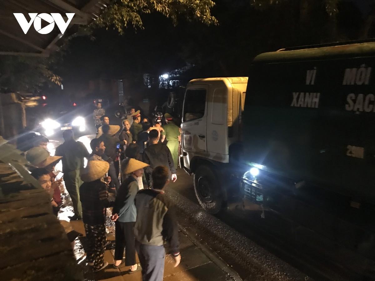 Những năm gần đây người dân chặn xe chở rác vào bãi Nam Sơn ngày càng nhiều hơn.