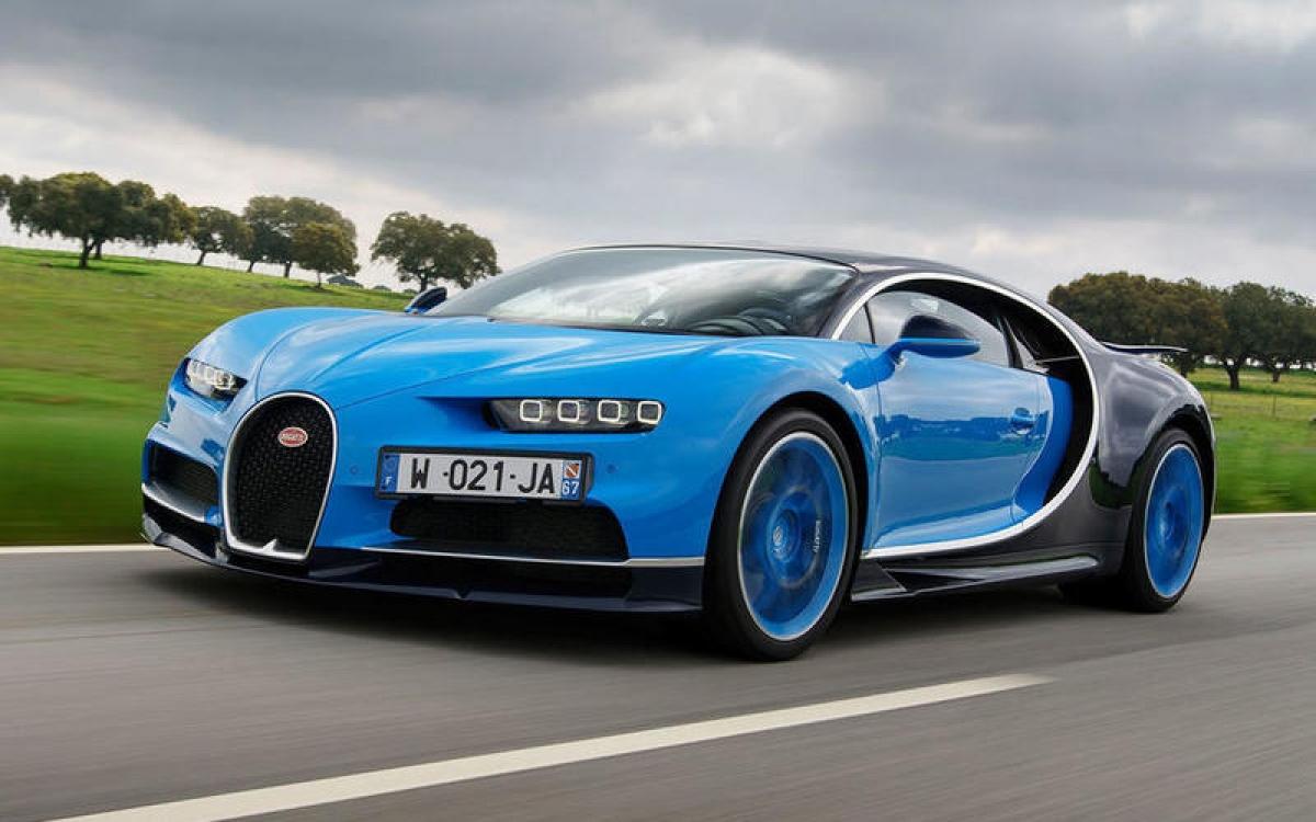 Bugatti Chiron – 491 km/h: Với công suất 1.479 mã lực, nên không mất quá nhiều để chiếc Chiron phá kỷ lục thế giới với tốc độ 491 km/h với huyền thoại Andy Wallace cầm lái. Điều này khiến Bugatti trở thành nhà sản xuất đầu tiên vượt qua cột mốc 483 km/h.