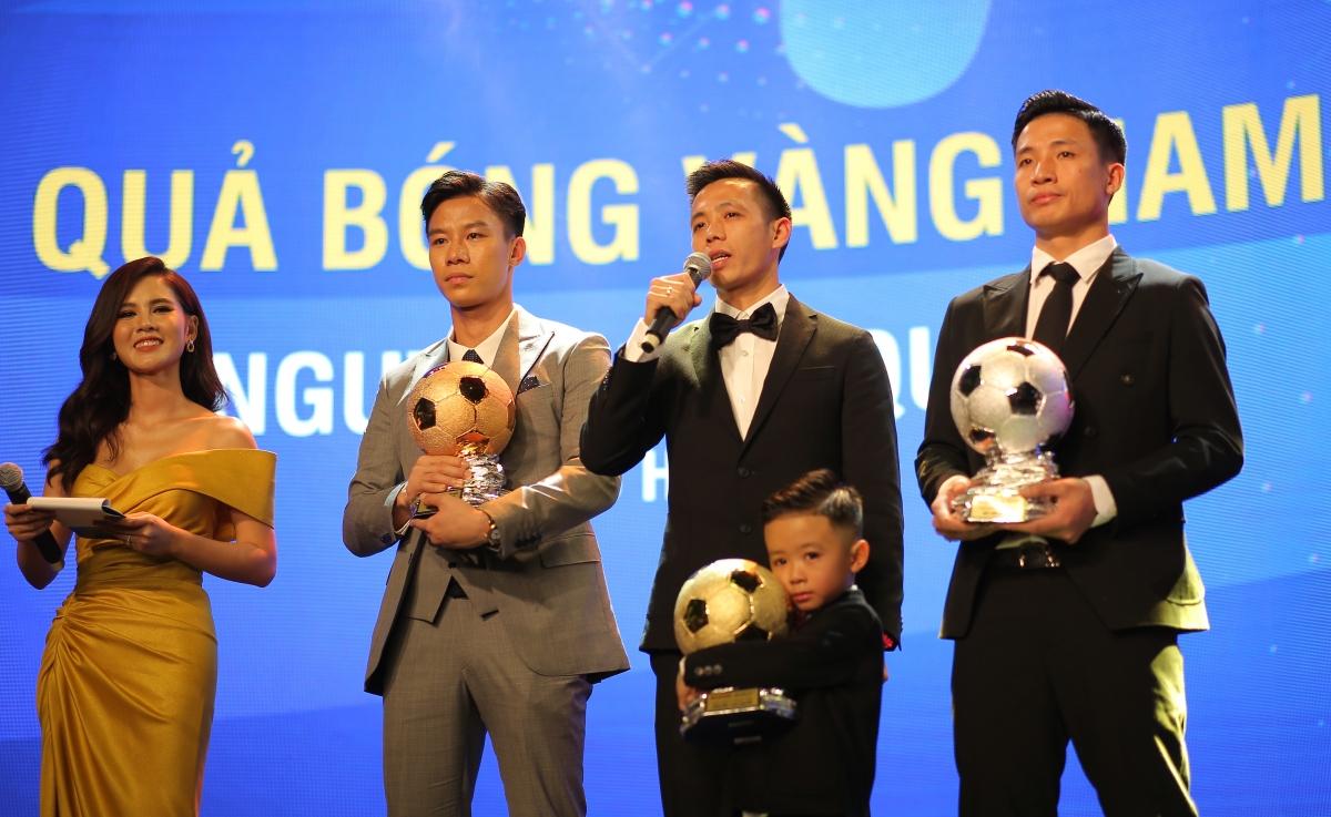 Văn Quyết lần đầu giành Quả bóng Vàng Việt Nam (Ảnh: BTC).