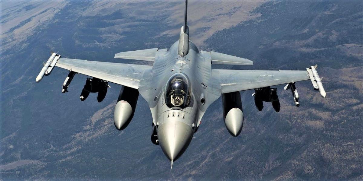 F16 là máy bay chiến đấu phản lực đa năng hạng nhẹ hiện đại, với nhiều ưu điểm. Nguồn: cloverchronicle.com
