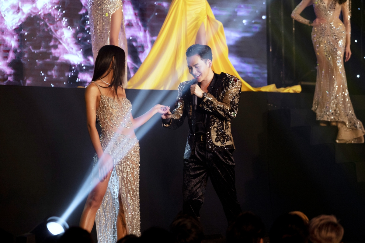 Phần trình diễn dạ hội với sự hỗ trợ của Quán quân Giọng hát Việt Ali Hoàng Dương.