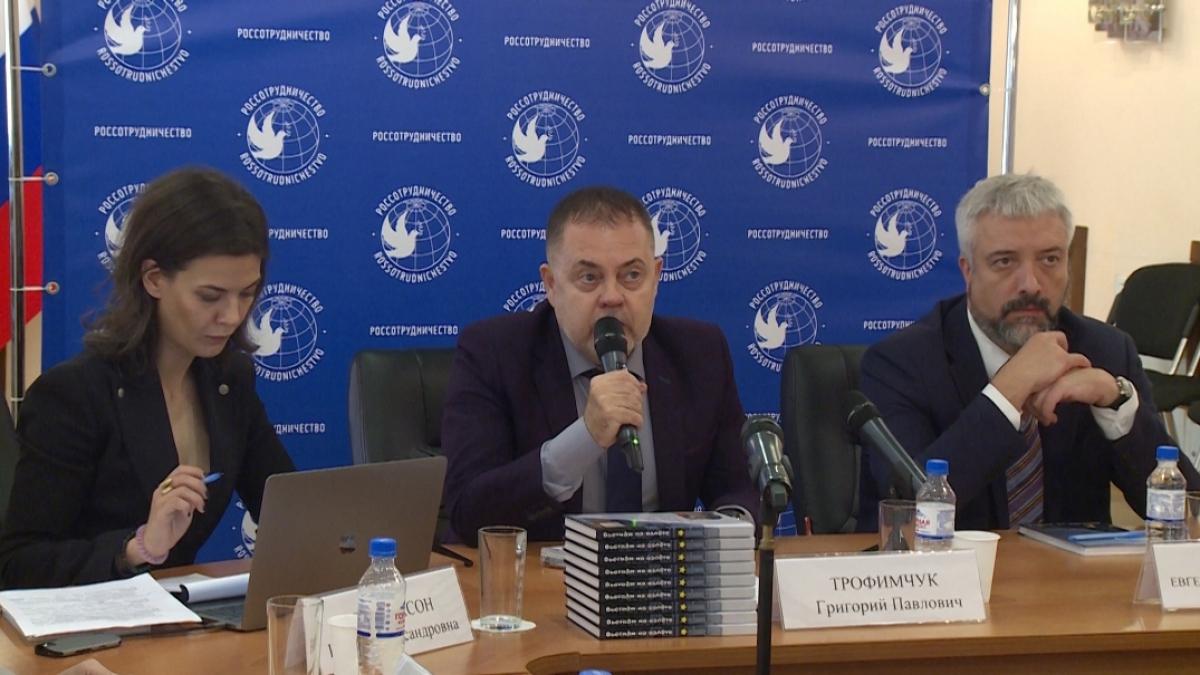 Chủ tịch Hội đồng chuyen gia Quỹ hỗ trợ các ý tưởng Á-Âu Grigory Trophimchuk