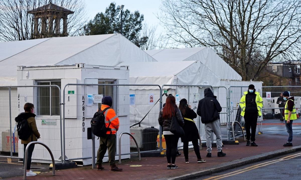 Một điểm xét nghiệm COVID-19 tại Walthamstow, đông bắc London, Anh, ngày 15/12/2020. Ảnh: AFP.