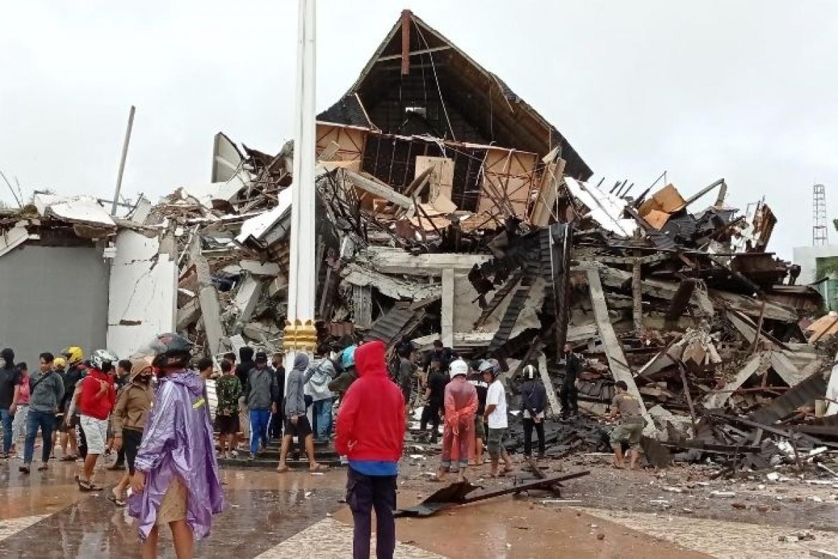 Tòa thị chính Tây Sulawei sụp đổ hoàn toàn. (Nguồn: Antara foto)