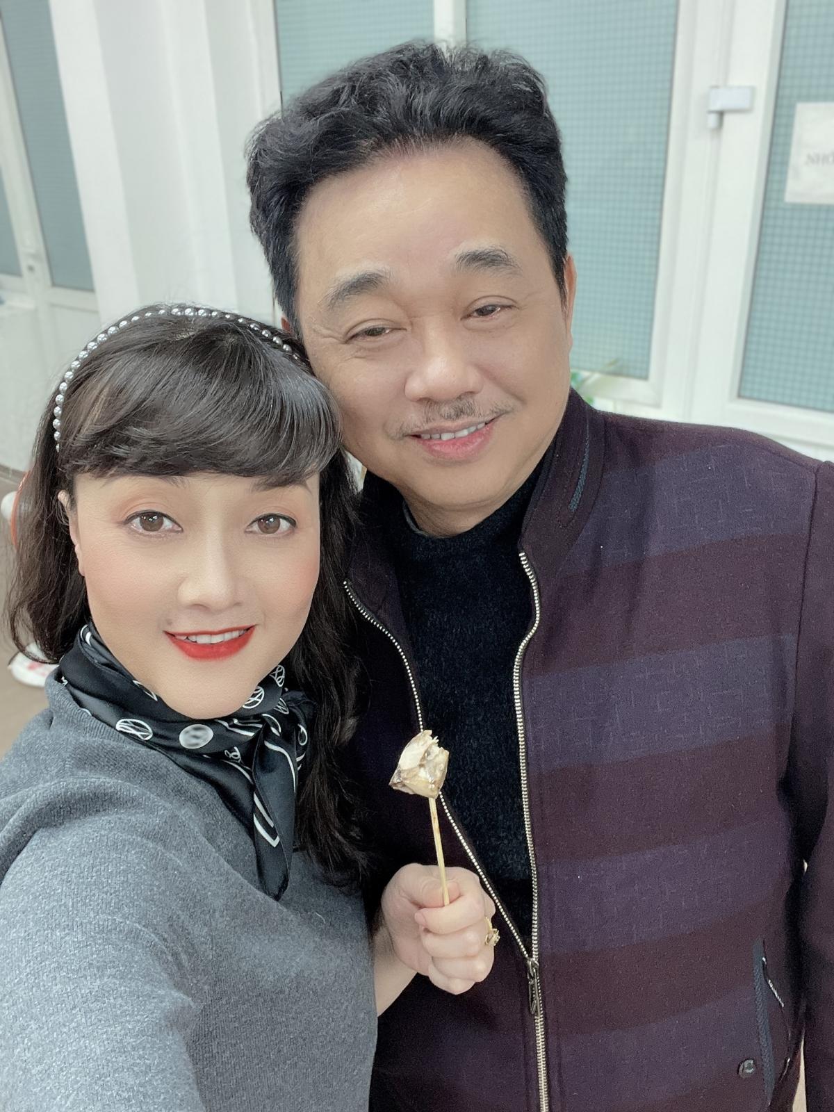 Chỉ còn gần 1 tháng nữa là Tết Nguyên đán, thời tiết ở Hà Nội rất lạnh song các nghệ sĩ không quản ngại vất vả để đem tới cho khán giả một chương trình đảm bảo chất lượng, chuẩn thương hiệu Táo quân.