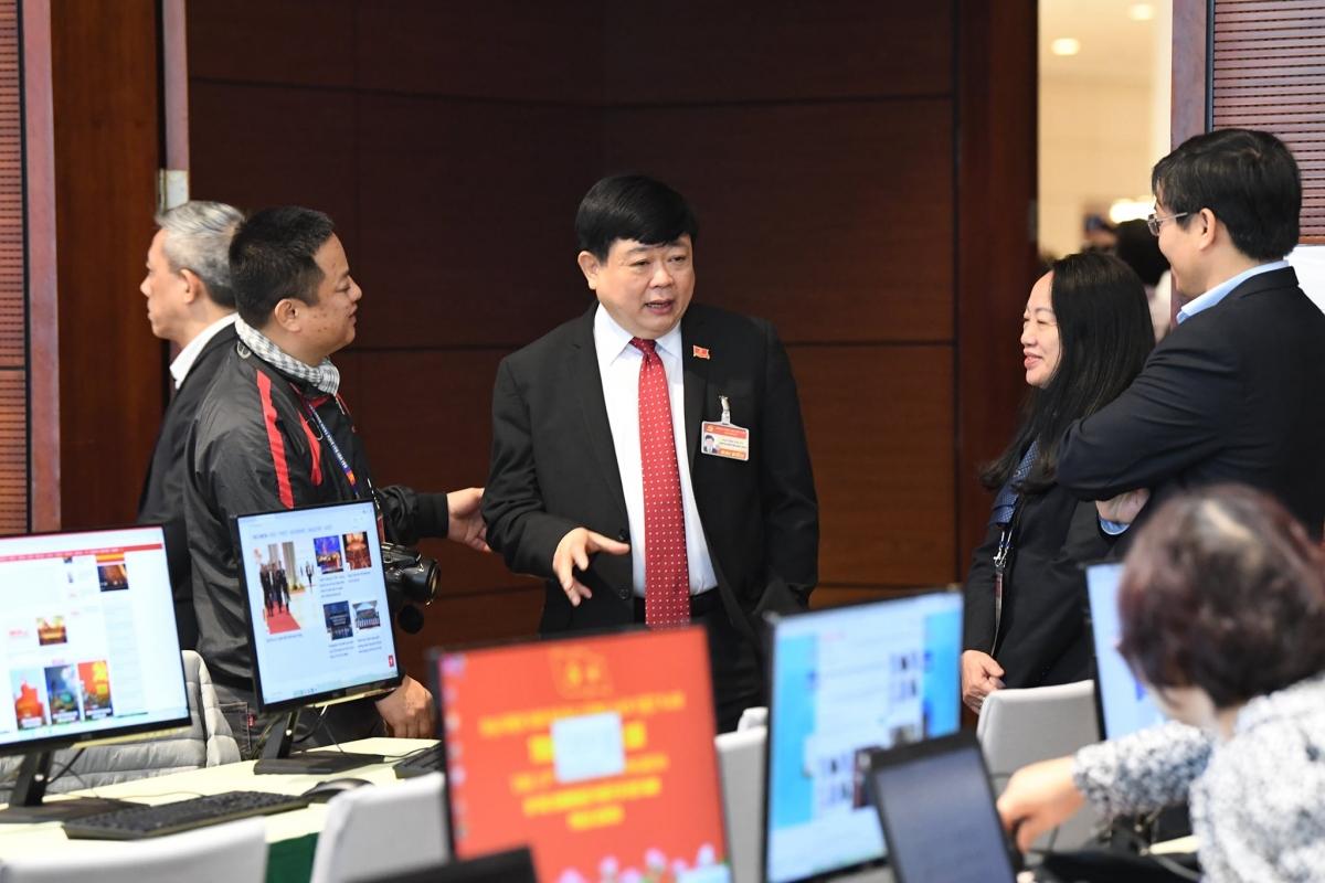 Tổng Giám đốc VOV Nguyễn Thế Kỷ trao đổi với các phóng viên tại Trung tâm báo chí Đại hội Đảng lần thứ XIII. (Ảnh: Ngọc Thành)