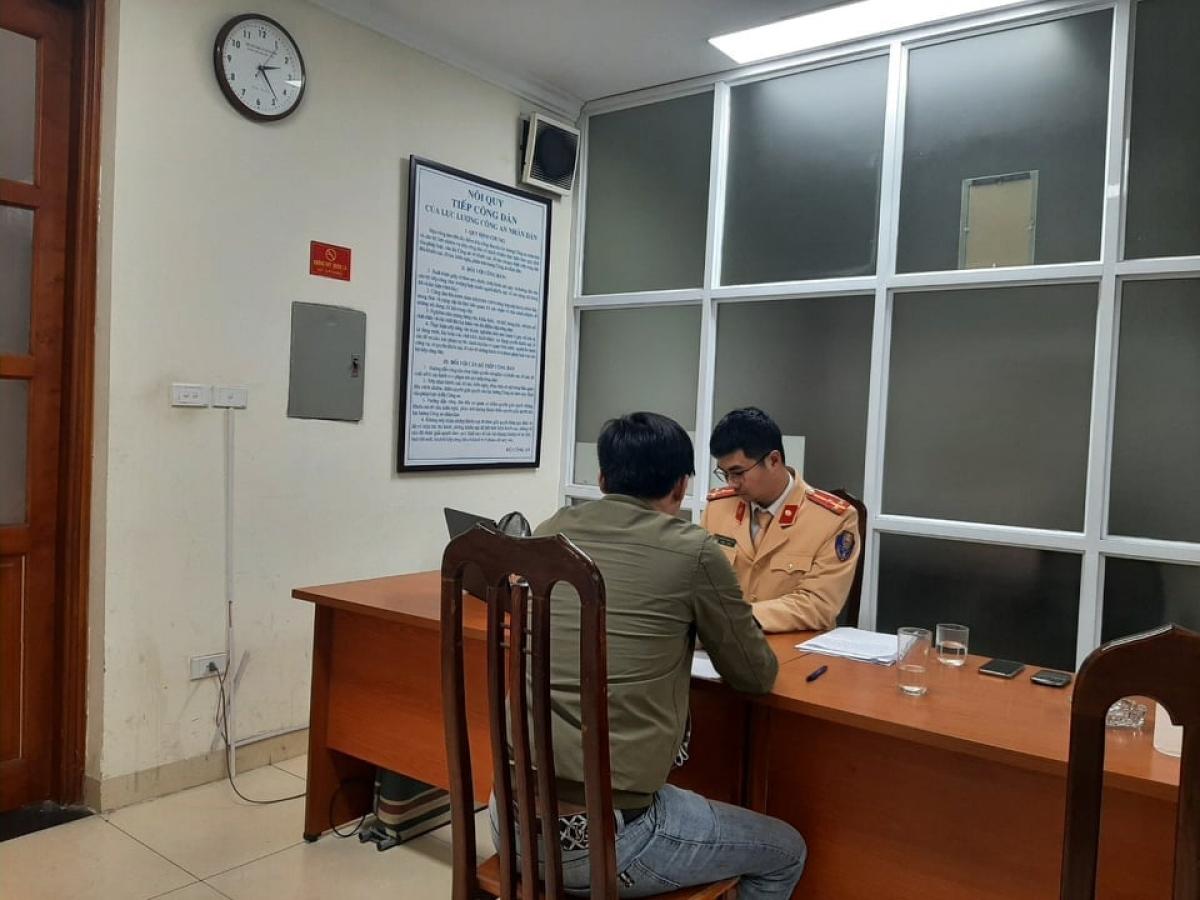 Tài xế có mặt làm việc tại Phòng CSGT Hà Nội.