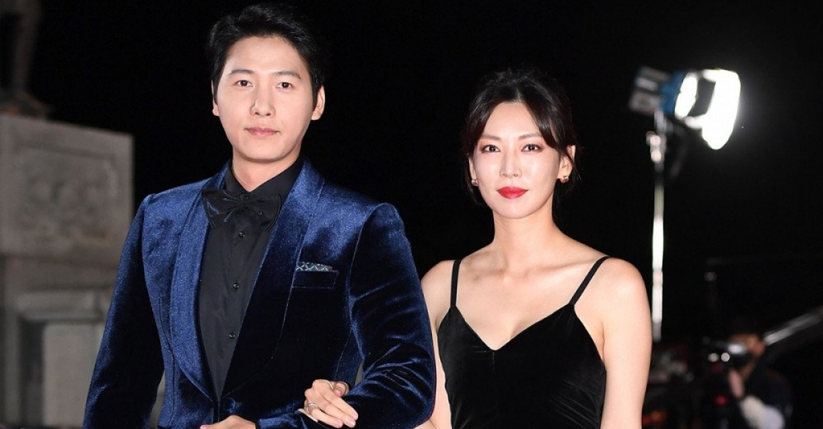 """Ông xã của """"cô giáo"""" Kim So Yeon bất ngờ xuất hiện trong """"Penthouse 2""""."""
