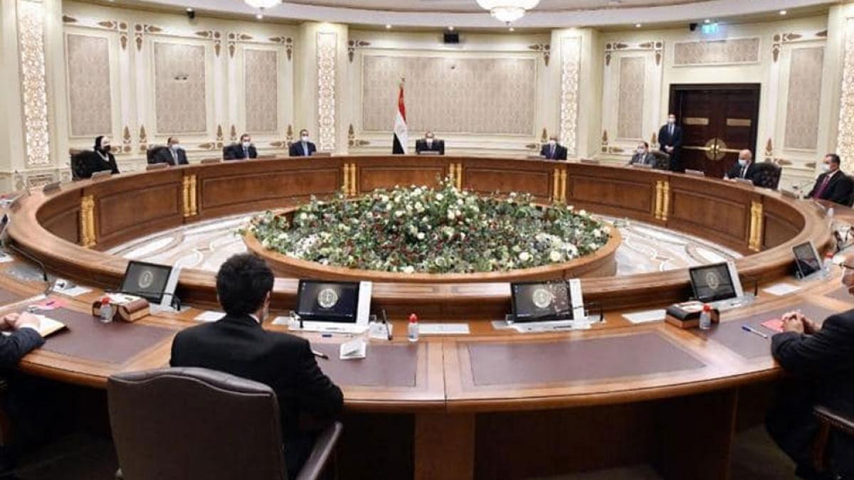 Chính phủ Ai Cập họp về sáng kiến khí đốt hóa ô tô. (Ảnh: Ahram)