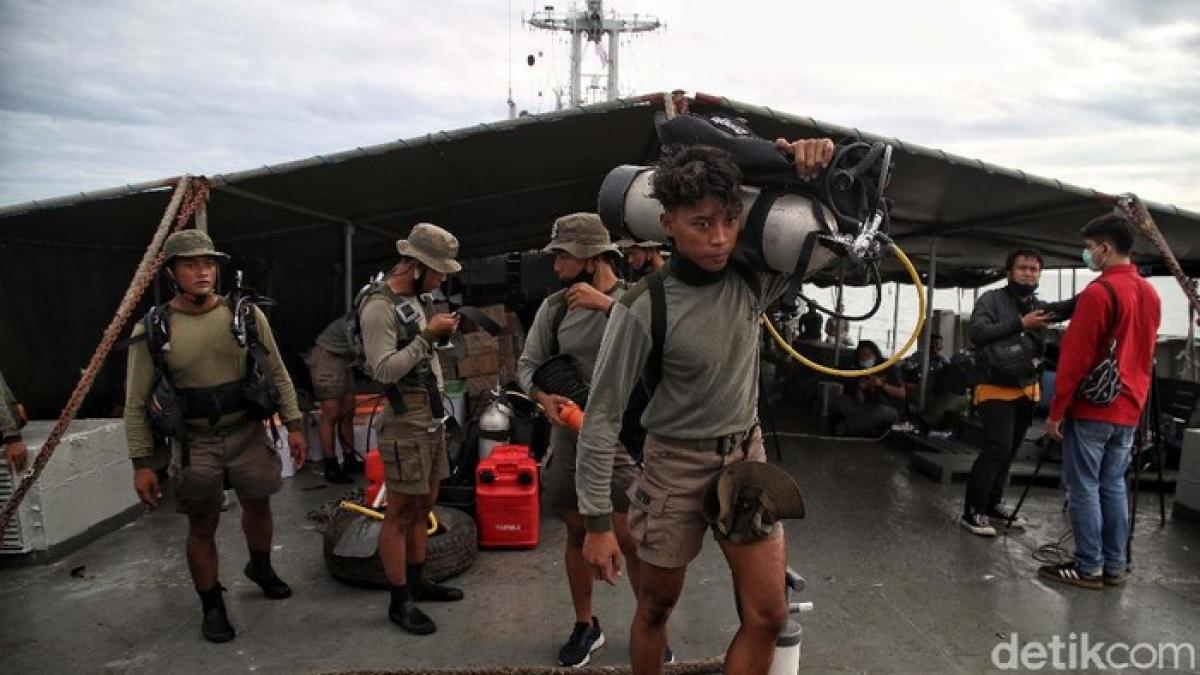Thủy quân lục chiến tham gia vào công tác tìm kiếm (Nguồn : Detik)