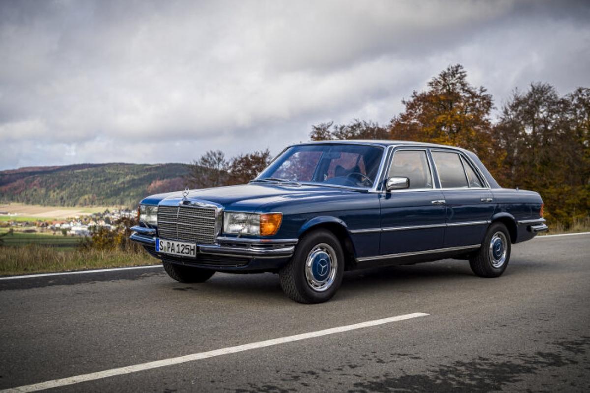 W116 chắc chắn là một cột mốc quan trọng trong lịch sử của mẫu xe này vì đây là mẫu xe đầu tiên chính thức mang tên S-Class. Một số cải tiến công nghệ xe được trang bị bao gồm: Phanh ABS (từ năm 1978) và kiểm soát hành trình (từ năm 1975) là các tùy chọn, đèn chiếu hậu và cửa sổ bên chống bụi bẩn, bình xăng trên trục sau để bảo vệ trong trường hợp va chạm. W116 cũng là chiếc xe sản xuất đầu tiên được cung cấp động cơ diesel tăng áp.