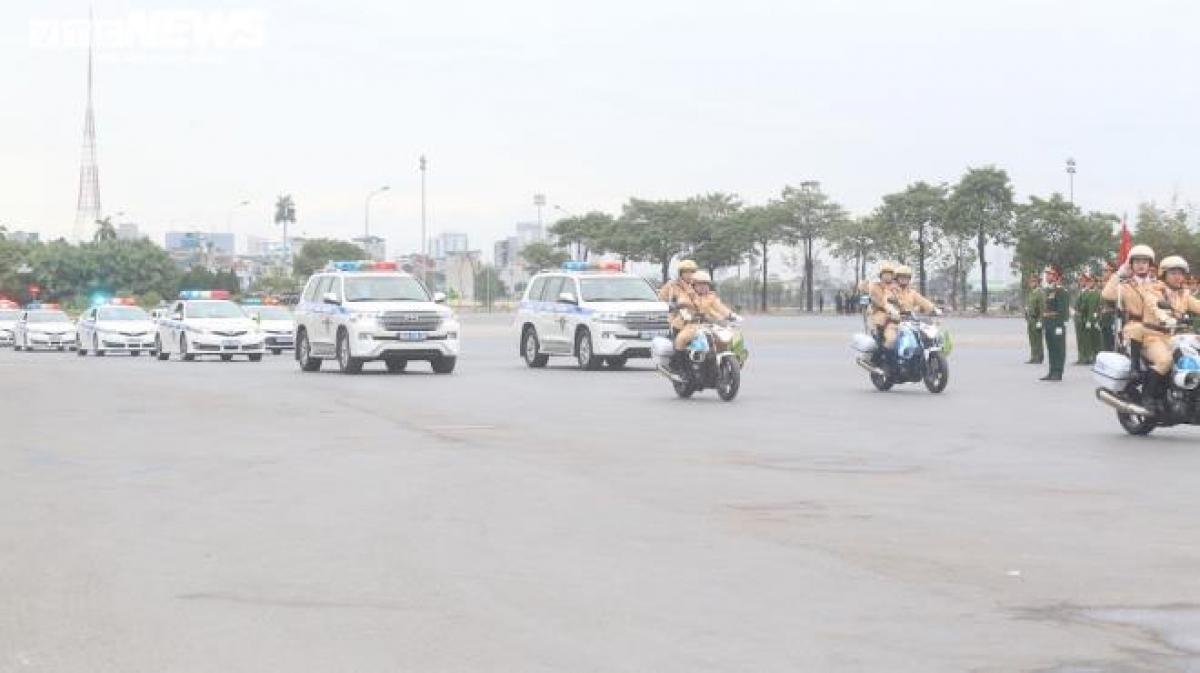 Buổi diễn tập của lực lượng công an, quân đội diễn ra vào sáng 8/1, trước sân vận động quốc gia Mỹ Đình, Nam Từ Liêm (Hà Nội).