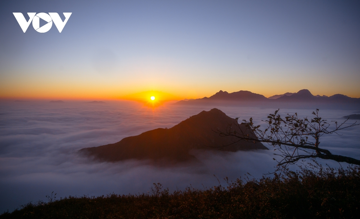 Ky Quan San mountain is situated at an altitude of 3,046 metres above sea level.